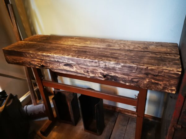 Sidetable hout - De StadsZolder - winkel - ontruimingen