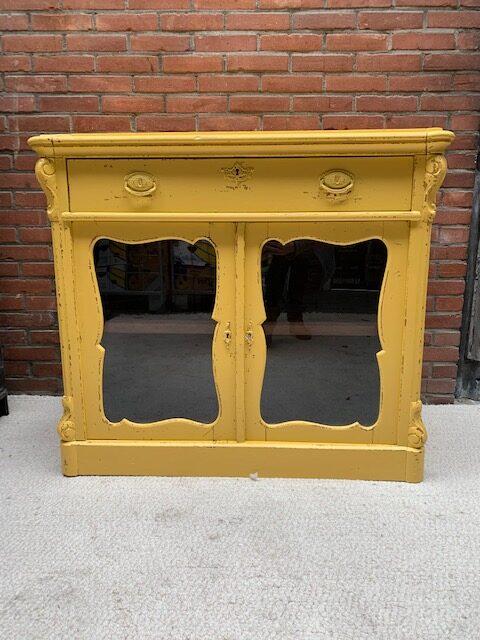 Kast geel - De StadsZolder - winkel - ontruimingen
